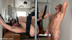 Alex Hawk - Gym Hookup: Newcomer Luke Hudson Fists Alex Hawk | Picture (32)