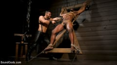 Arad Winwin - Fresh Muscle: Leather Clad Arad Winwin Punishes Newcomer Parker Payne | Picture (7)