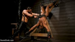 Arad Winwin - Fresh Muscle: Leather Clad Arad Winwin Punishes Newcomer Parker Payne | Picture (12)