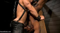 Arad Winwin - Fresh Muscle: Leather Clad Arad Winwin Punishes Newcomer Parker Payne | Picture (14)