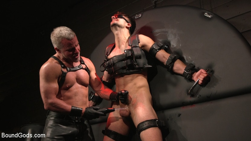 Dale Savage - Muscle Daddy Dale Savage Punishes Big-Dicked Mason Lear | Picture (18)