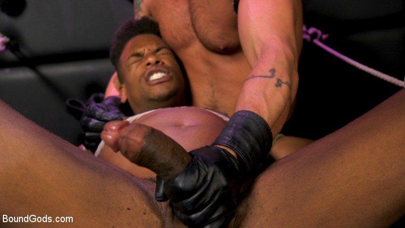 Dominic Pacifico - Dom Worship: Newcomer Adrian Hart Services Muscle God Dominic Pacifico | Picture (10)