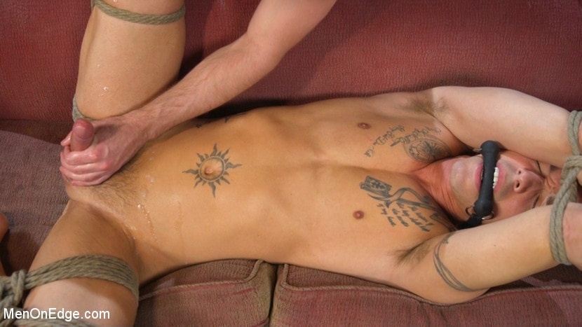 Nic Sahara - Nic Sahara Edged by His Two Biggest Fans | Picture (17)